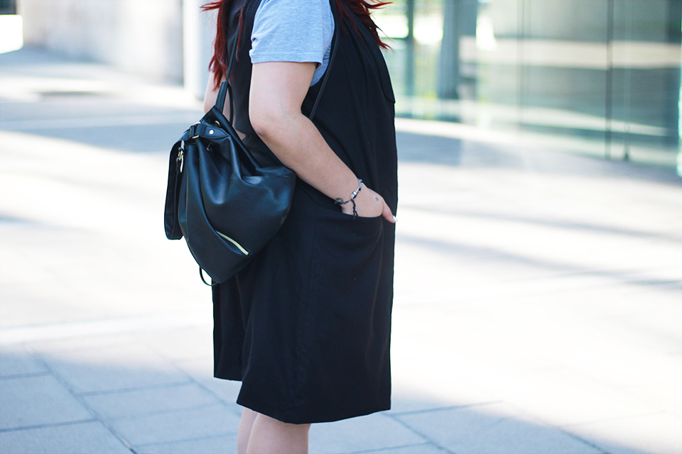 blogger-mexicana-lace-up-flats-bucket-bag-sleveless-blazer-gray-dress-black-red-hair