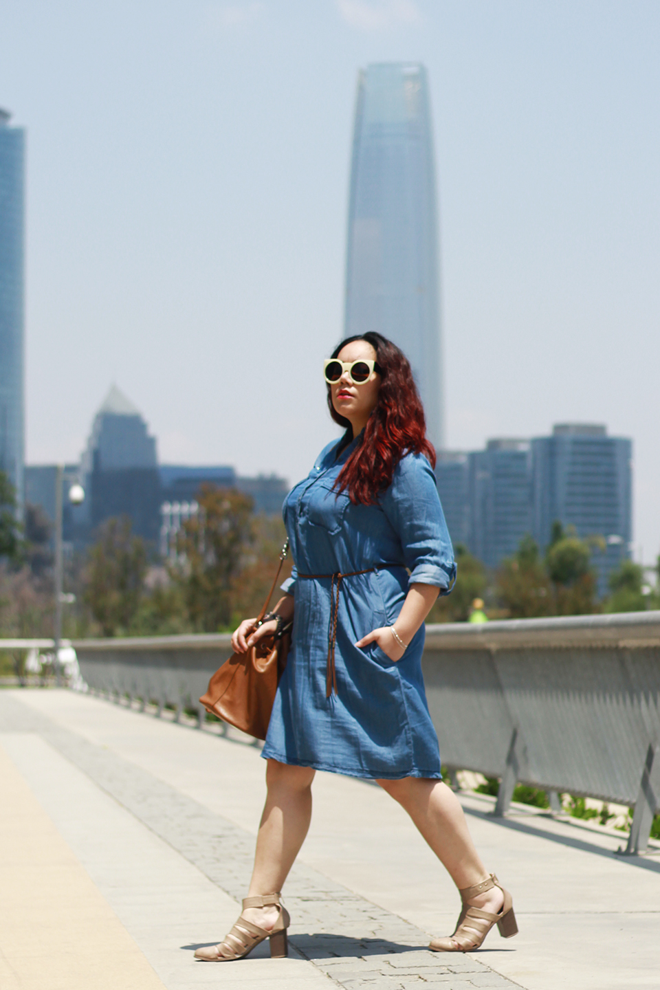 denim-dress-plus-size-bucket-bag-cut-out-boots-cyan-paris-santiago-forever-21