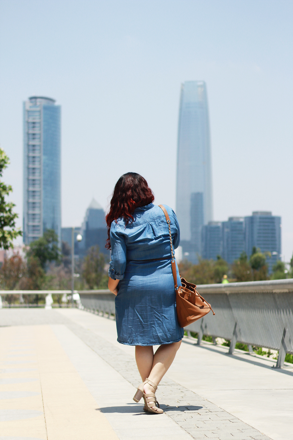 denim-dress-plus-size-bucket-bag-cut-out-boots-santiago-cyan-paris
