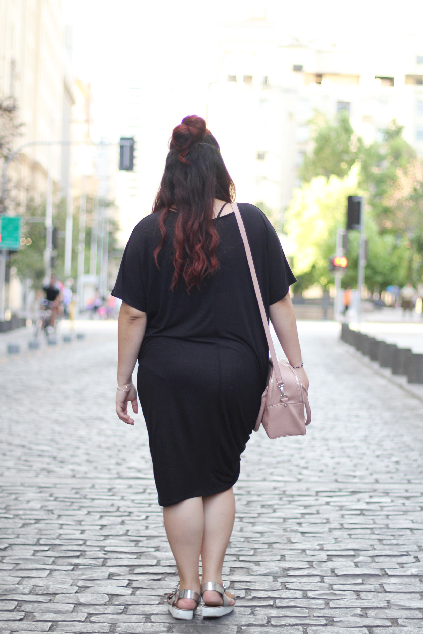 comfy-look-oversized-dress-dafiti-chile-forever-21-mexican-blogger-hm-half-bun-street-style-easy-going-outfit-pink-handbag