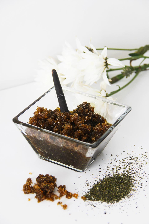 face-scrub-home-made-brown-sugar-green-tea-olive-oil-beauty-skincare-blogger-DIY-exfoliante-casero