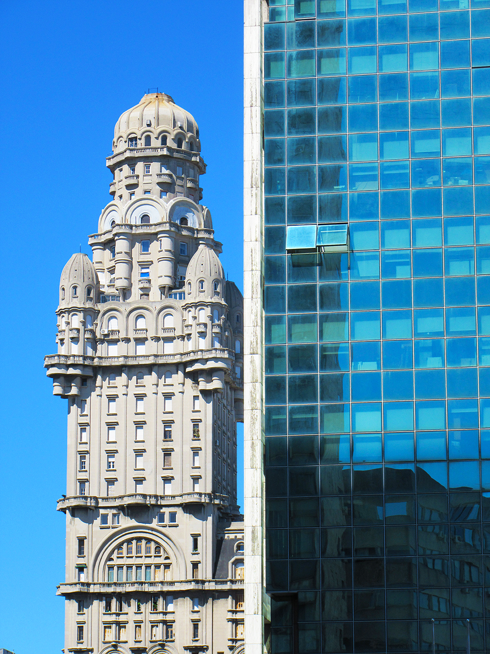 montevideo-ciudad-vieja-travel-postcards-fotografias-uruguay-palacio-arquitectura-latinoamerica-edificios