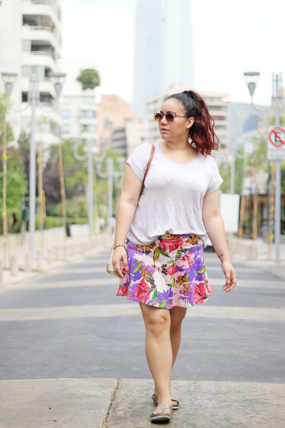 summer-outfit-pastels-pantone-color-of-the-year-purple-flowers-mini-skirt-golden-sandals-call-it-spring-blogger-mexicana-golden-strokes