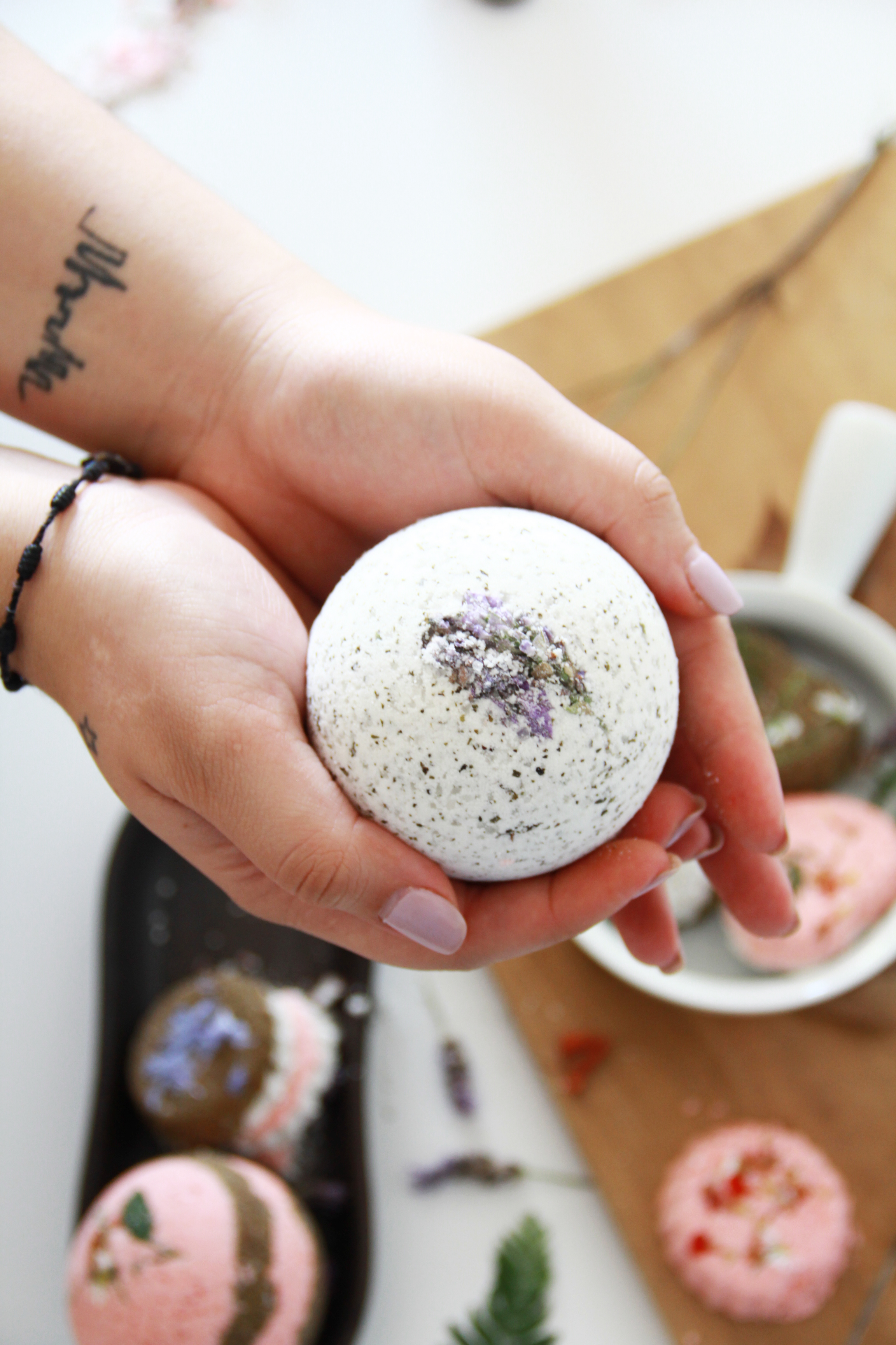 Lush-Inspired-Bath-Bomb-Recipe-DIY-spa-treat-beauty-golden-strokes-ingredients-easy-quick-bombas-caseras-de-tina