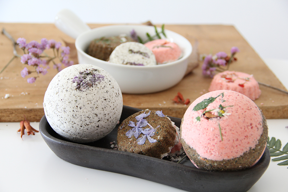 Lush-Inspired-Bath-Bomb-Recipe-DIY-spa-treat-beauty-golden-strokes-ingredients-easy-quick-bombas-caseras-para-tina-burbujas