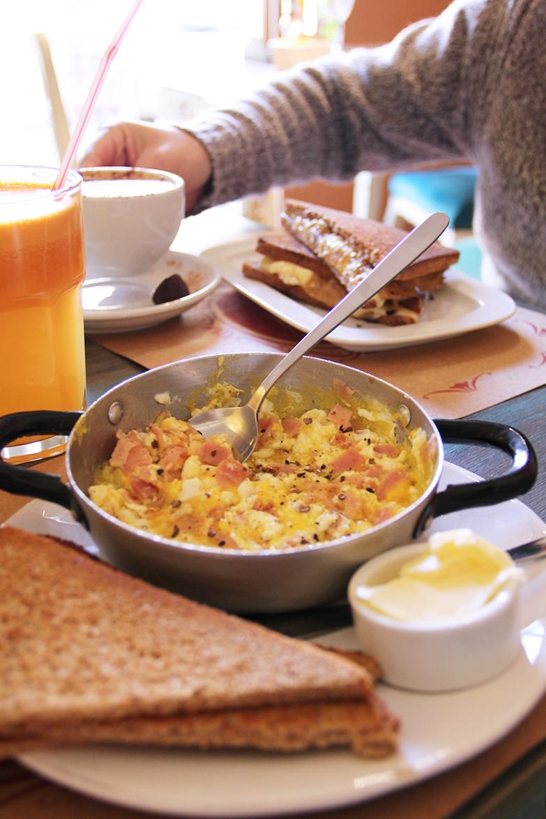 trufa-cafeteria-gourmet-simon-bolivar-nunoa-comida-brunch-prensaditos-huevos-trufados-desayuno-cafe-comida-tortas-donde-comer-20