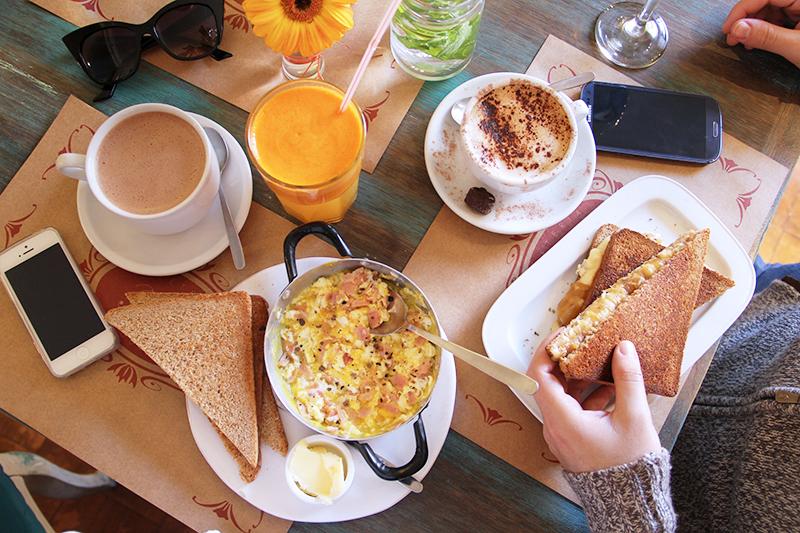 trufa-cafeteria-gourmet-simon-bolivar-nunoa-comida-brunch-prensaditos-huevos-trufados-desayuno-cafe-comida-tortas-donde-comer-once-50