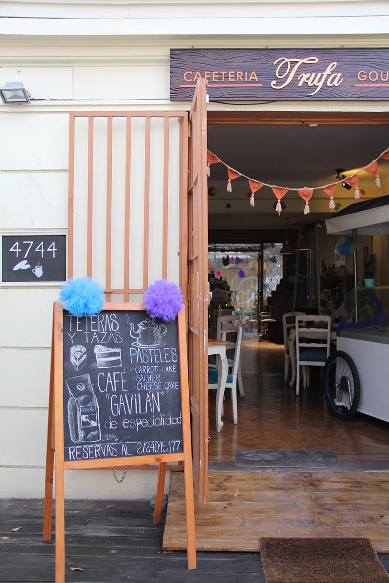 trufa-cafeteria-gourmet-simon-bolivar-nunoa-comida-brunch-prensaditos-huevos-trufados-desayuno-cafe-comida-tortas-donde-comer-restaurant-60