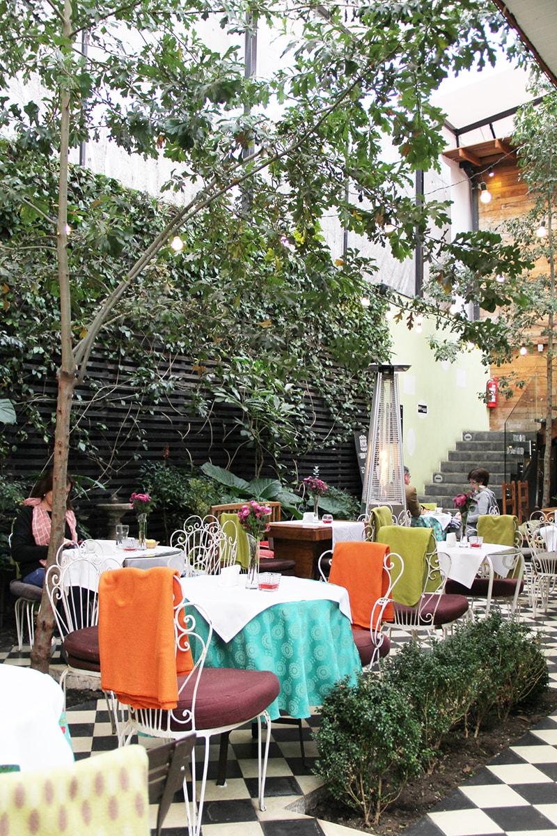 Visita el Cafe de la Candelaria en Barrio Italia, Santiago | Golden Strokes