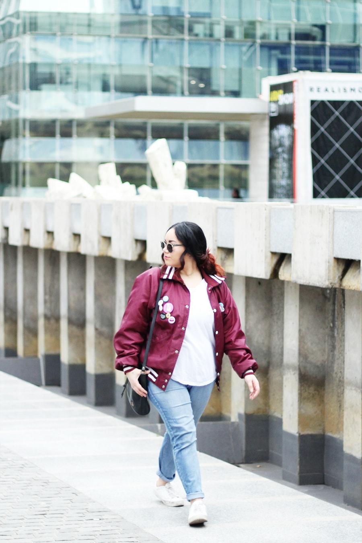 Vintage bomber jacket - Varsity jacket & white sneakers | Golden Strokes
