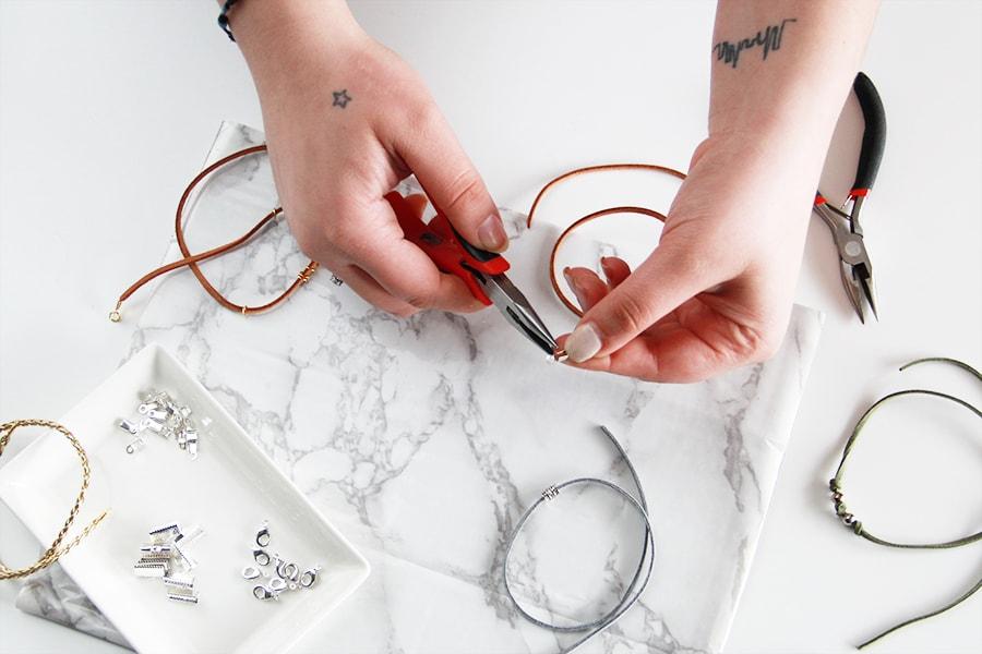 DIY Choker Necklace 90s trend - Gargantilla choker | Golden Strokes