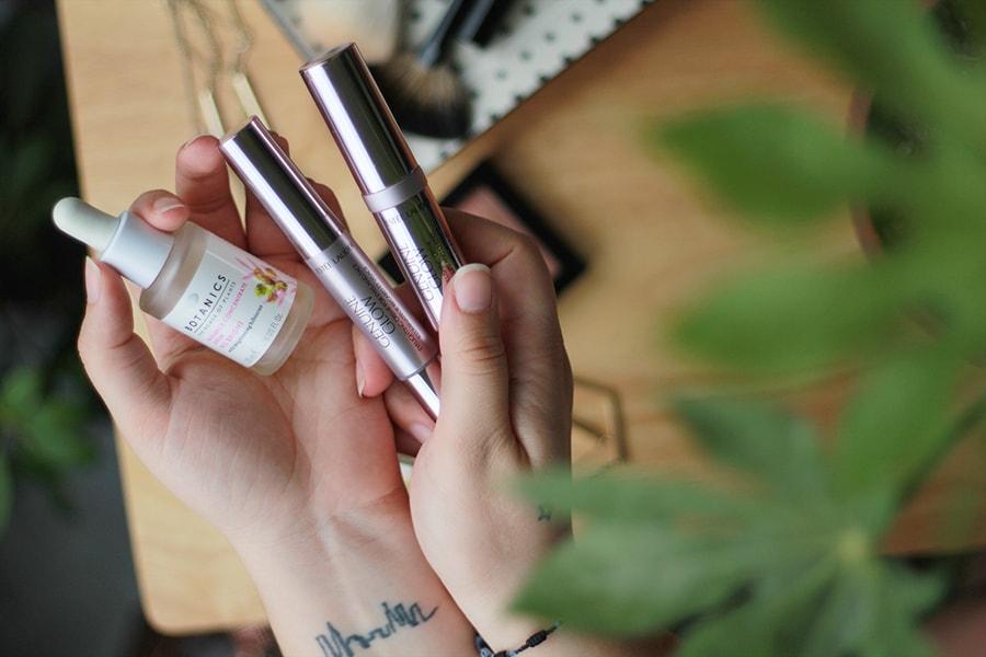 Glowing skin strobing Genuine Glow Estee Lauder | Golden Strokes