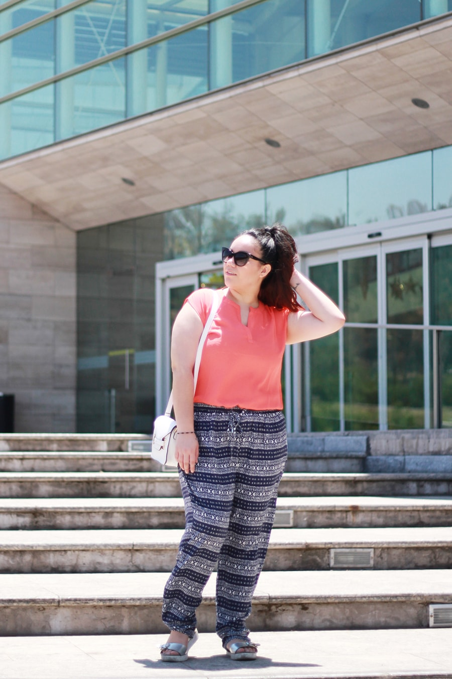 ropa plus size en chile - coral para el verano - pantalon con patrones tribal