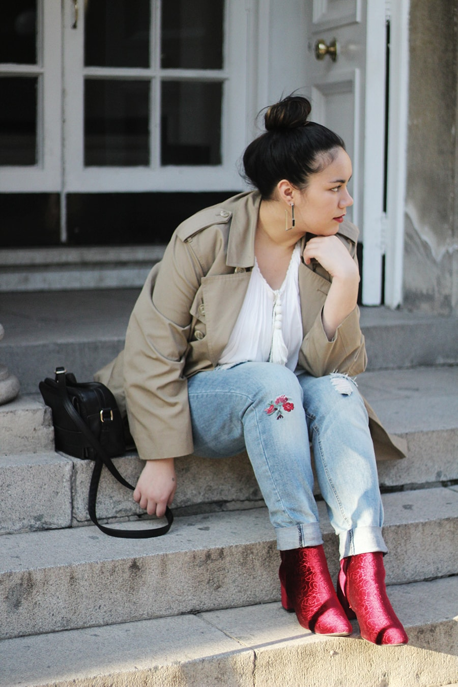 Red velvet boots - curvy outfit - trench coat