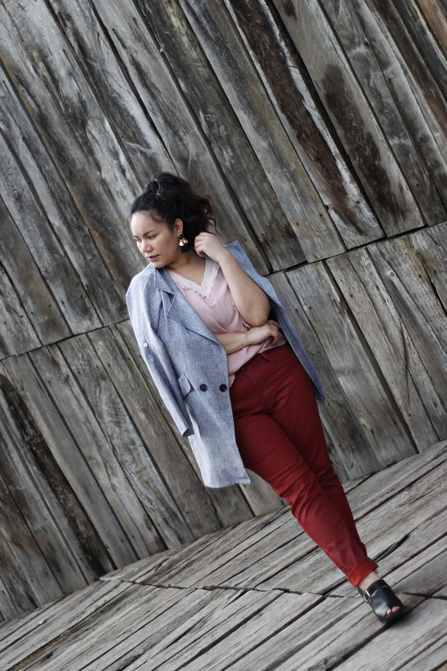 Pink and red outfit red faux leather trousers - golden strokes - luisa verdee