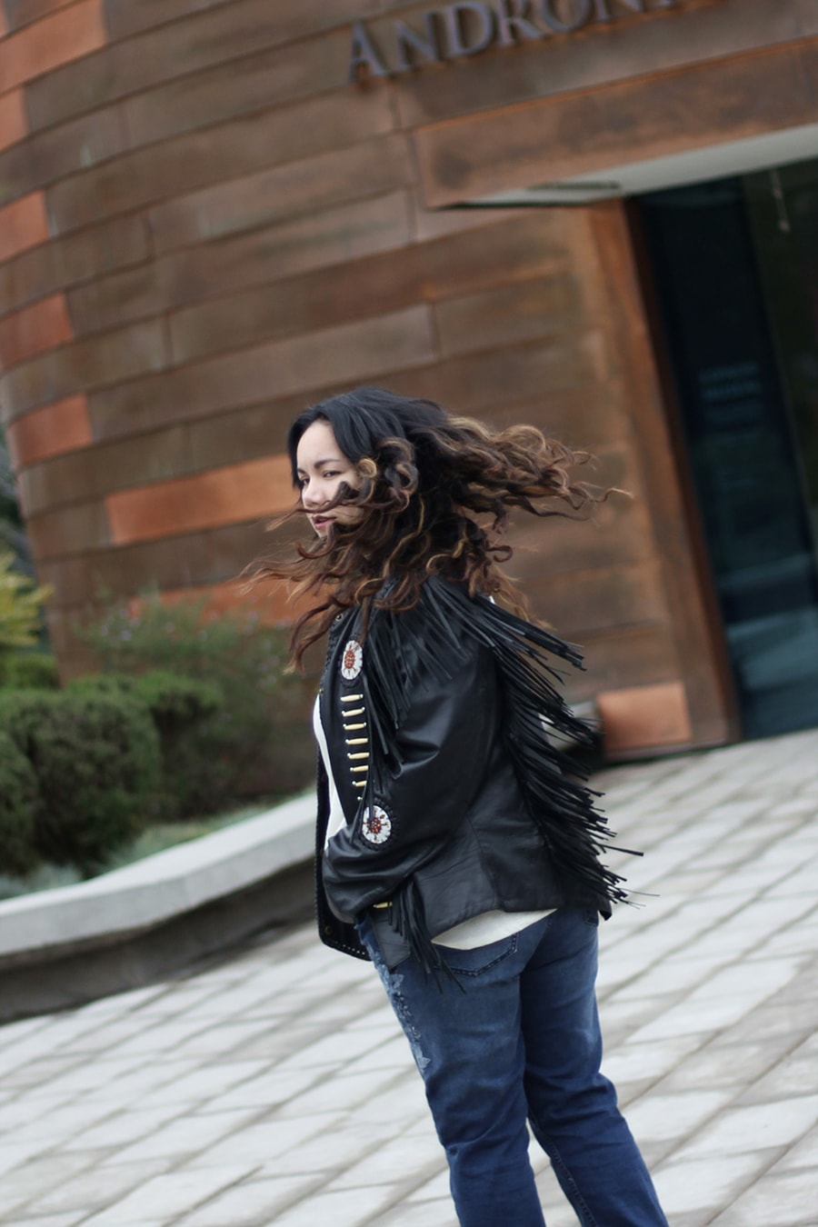 vintage cool leather jacket with denim - blogger mexicana
